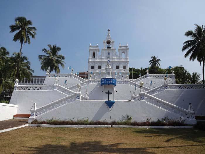 The Panjim Church: what to do in Goa? Fluidsymmetry
